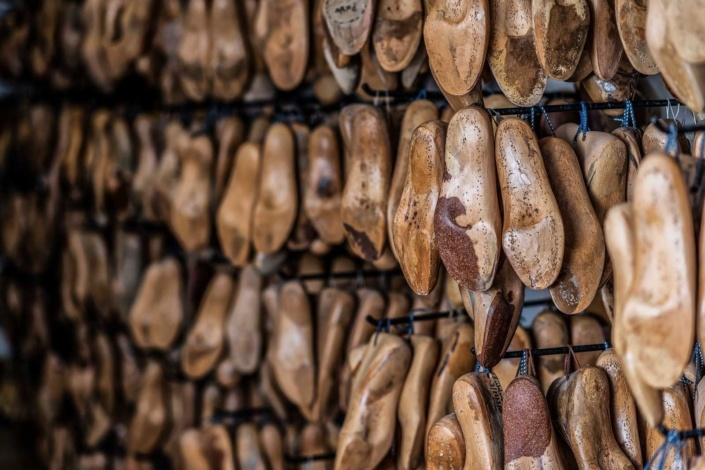 Holzmuster Schuhe | Produktfotograf