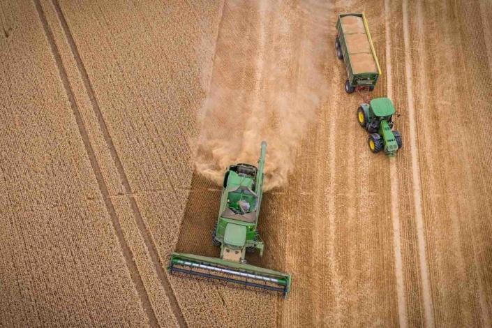 Feld   Luftbild   Drohnenfoto Landmaschinen