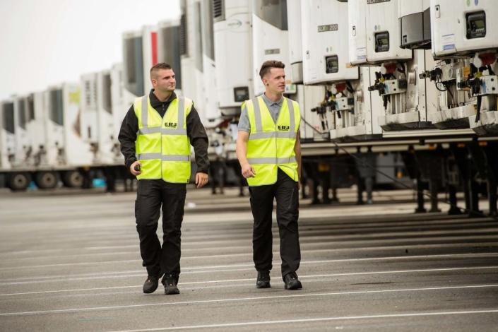 Männer laufen | Sicherheit | Unternehmen | Fotograf