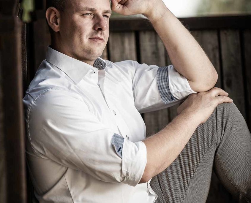 Business Portrait Mann im weißen Hemd